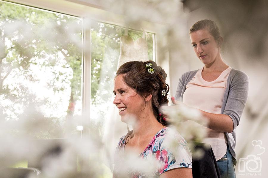 trouwfotograaf friesland bruidskapsel kapster lang haar