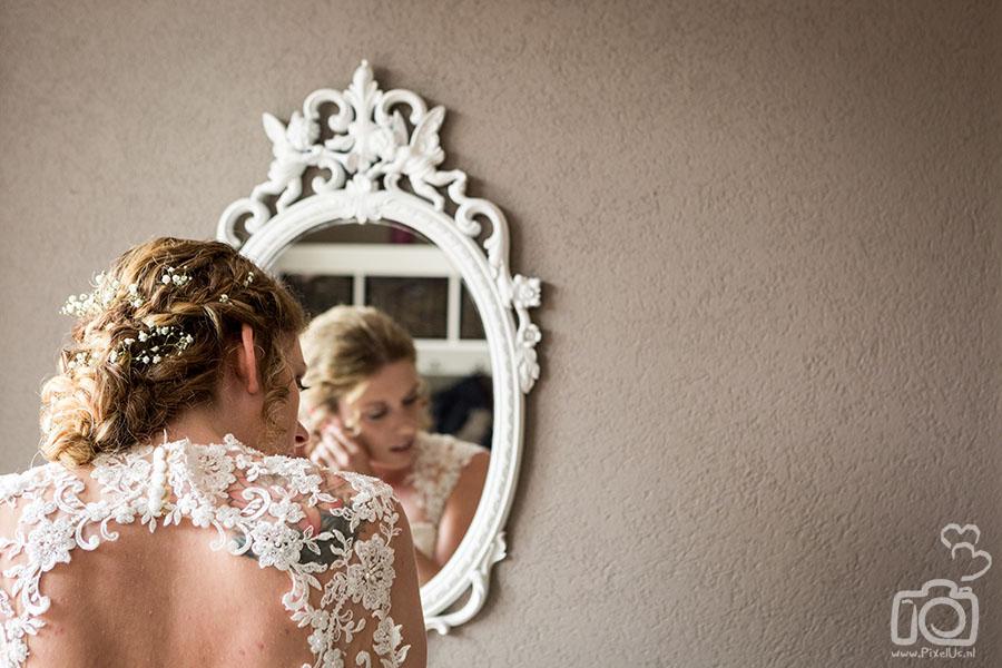 trouwfotograaf groningen sieraden bruid oorbellen