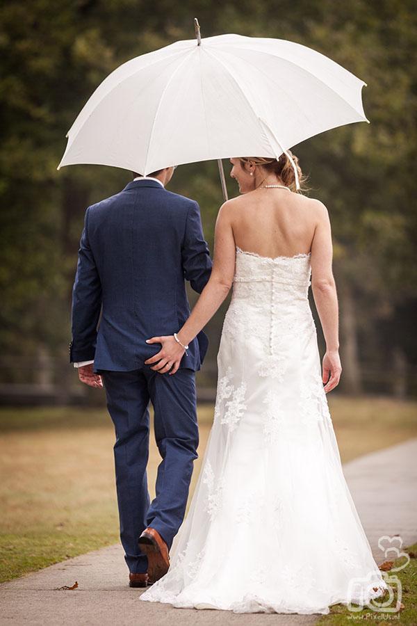het regent op onze trouwdag